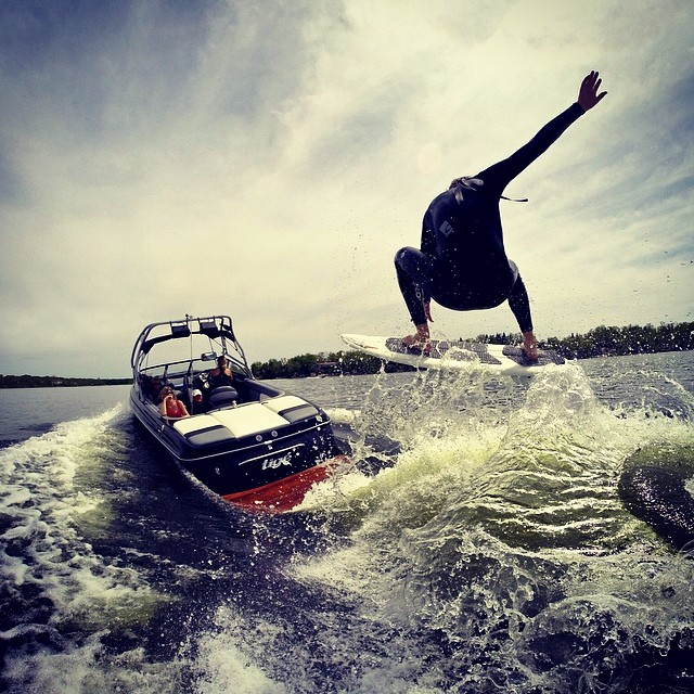 Incredible shred shot submitted from Tristan Dietrich featuring Tige Boats and Shred Stixx Wakesurfing! @tristandietrich @tigeboats #shredstixx #tigeboats #wakesurfing #wakesurf