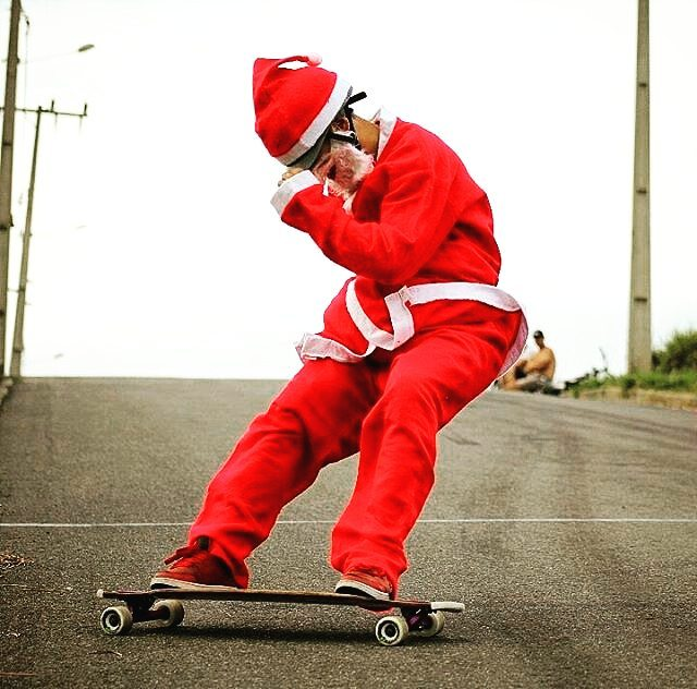Merry Christmas! Hope errybody has some time to spend with friends and family this holiday season.  @artistlongboard @nogloveslongboard