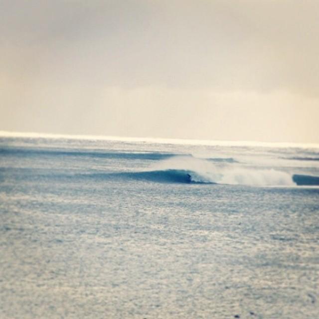 #SurfVans @julianiturralde, allá a lo lejos, metiendo un tubazo