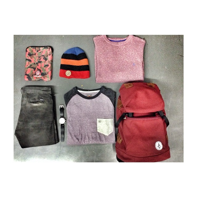 Combina como quieras! Combo Pocket Colors 3/4 + Solid Buttone Crew Sweater + 2x4 Chino Pant #vbj + Beanie + funda iPad + Backpack #suma #Volcom #W14 #volcomBrandJeans