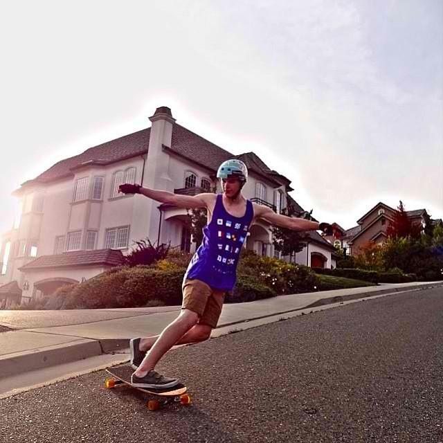 Flowfessional @michaeldavidschardt surfing his home wave! PC: @neildodds