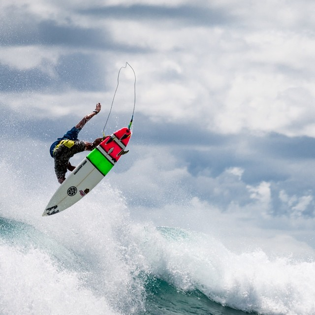 There was some amazing surfing going down this past weekend at Kewalos for the Hawaii Surfing Championship! Here's @joshmoniz boosting during one of his heats. | Huge thanks to @coleyamane for the shot!