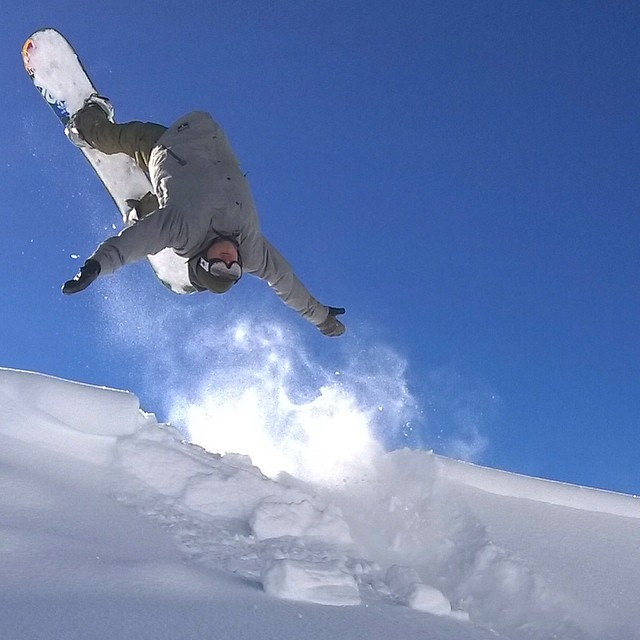 Freeze frame. #snowboard #frozen-motion @nokialumia