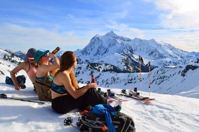 Our next ambassador takeover is from @sasa_shredman! Check out her stories this week! \\Mt. Baker backcountry brews with babes and views. #PNW #sisterhoodofshred #mtbaker // This photo completely encapsulates the Sisterhood of Shred movement for me. I...