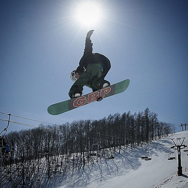 Throwback to our last trip to Japan. @sababa_life getting stylieee in the #happobanks park in #hakuba #thefluxlife @gbpgremlinz @hanaphoto
