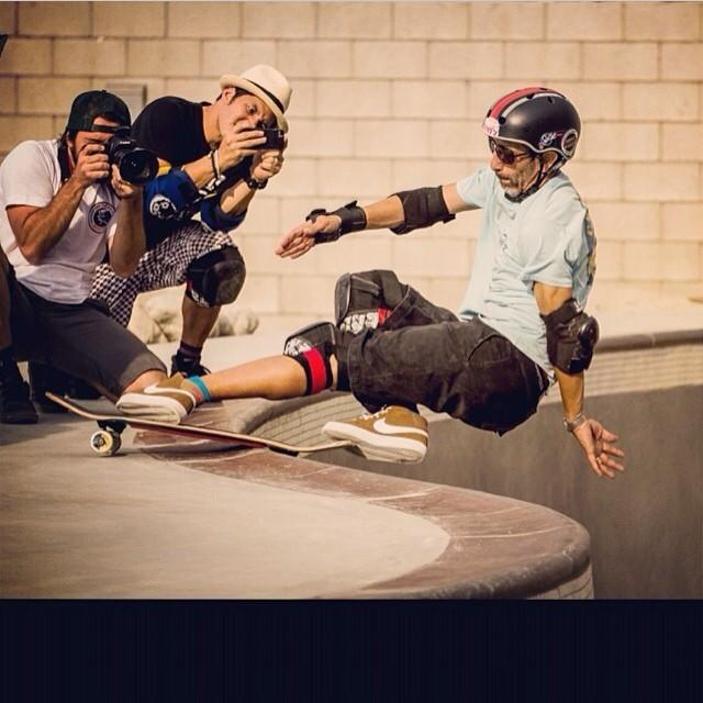 Regram @eddieelguera #frontsiderocknroll #theyard. Eddie wears the Limited Edition S1 x El Gato Lifer Helmet. Ask for one at your #localskateshop #skateboarding #s1helmets