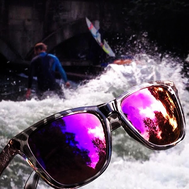 Shredding Eisbachwelle in Munich during the Surf and Skate Festival || #nectarshades #thesweetlife
