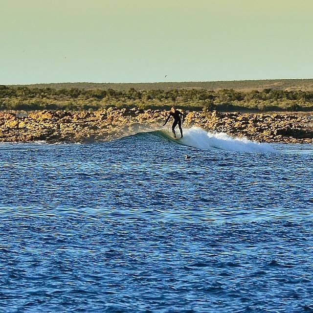 Pointbreak patagónico.- @gauchosdelmar #soul #surfing #waves #weekend #reefargentina