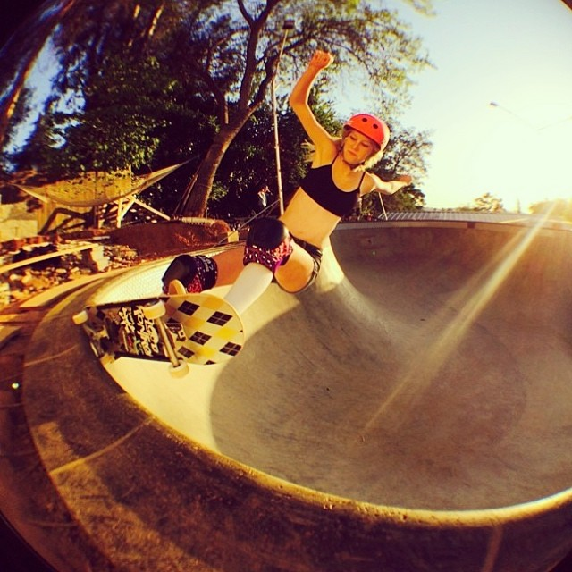 Back to the grind for @bevmoskater #happymonday #summer #skatergirl #beeblebowl #california #xshelmets #skatebikeboardski