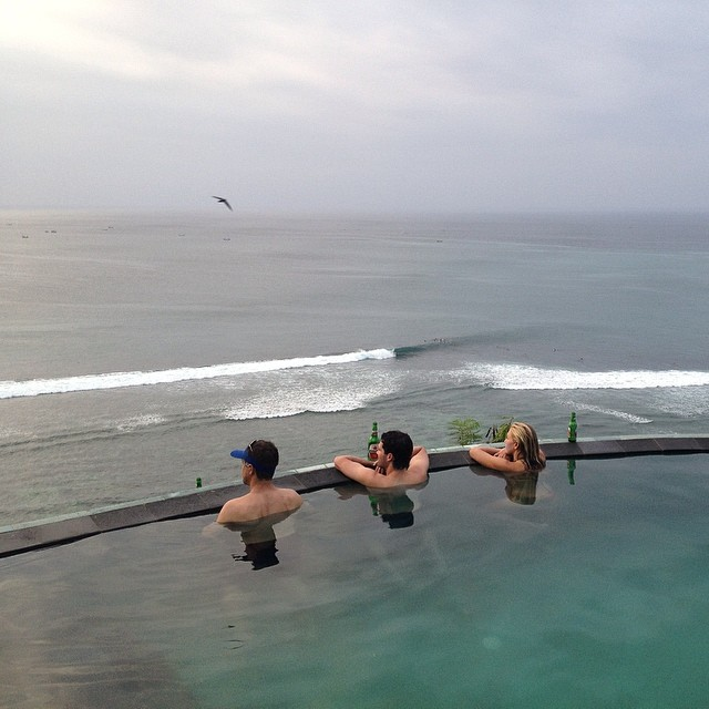 Back in #Bingin watching the show #barrels #getpitted #surfing #impossibles #uluwatu #bali #indo #infinitypool #wanderlust #travel #thegoodlife #exploremore