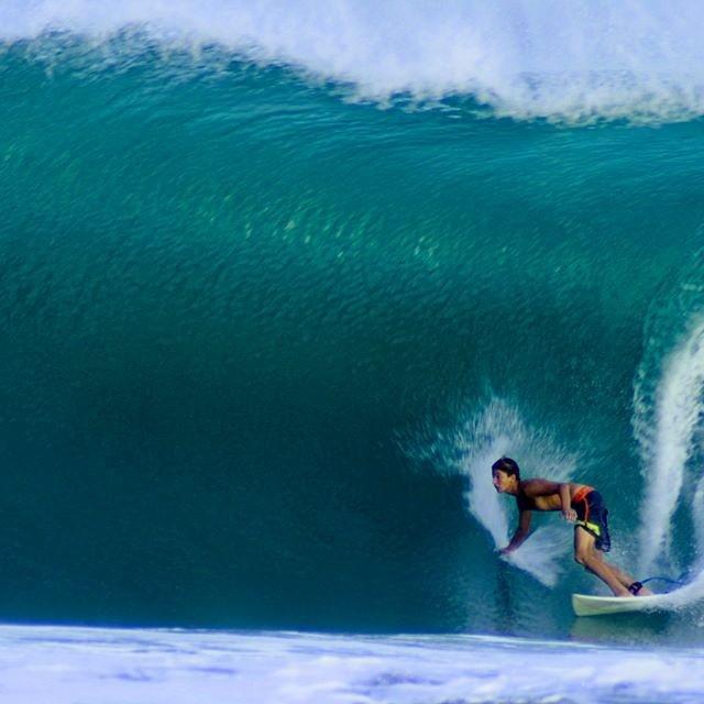 Encontrá el amor en todo lo que hagas… @facundoarreyes Foto: Miguel Diaz #soul #surfing #waves #reefargentina
