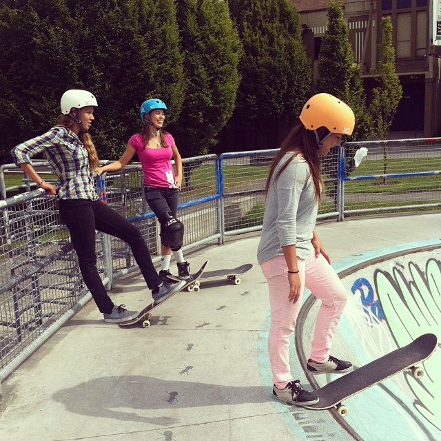 XS Team @ameliabrodka @huntahlong @justyce_tabor at #hastingspark. Pleasure to chill with these girls this week #vancouver #skate #xshelmets