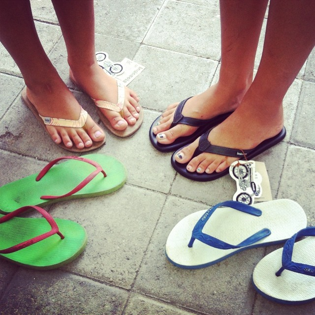 out with the old and in with the new ⚡⚡ these feet belong to Isabel and Melati the founders of @bye_bye_plastic_bag who are trying to stop the use of plastic bags in Bali ⚡⚡ if you are in #bali today, head up to the #GreenSchool for the...