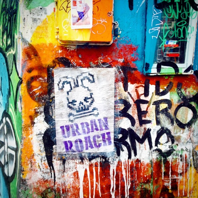 Pasticheando la #ciudad ❤️⚓️ #streetart #graffiti #pasteup #arteurbano #urbanart #paintsplatter #wheatpaste #pastiche #poster #palermo #buenosaires