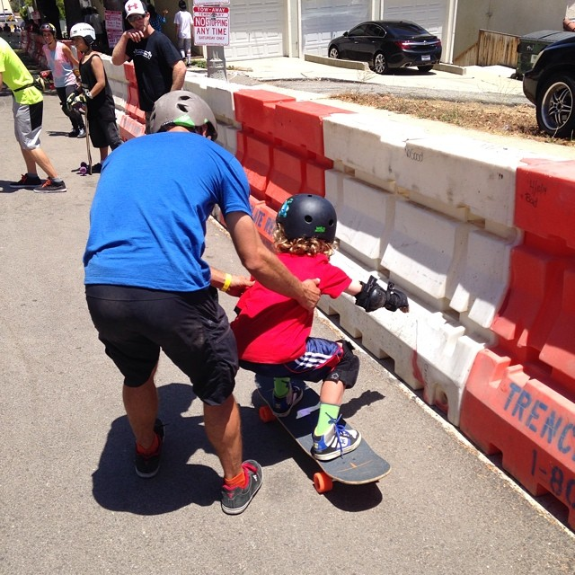 @whoisadamcolton helping the young 'uns learn how to slide at the #sanpedroshred!