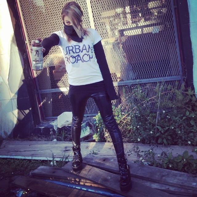 UR! #pixelart #lookbook #fashion #photos #cool #girl #design #urbanlife #black #style #moda #spray