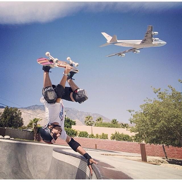 Regram @eddieelguera gets the shot with #barakobama #airforceone flying overhead. #president . #greatshot #invert