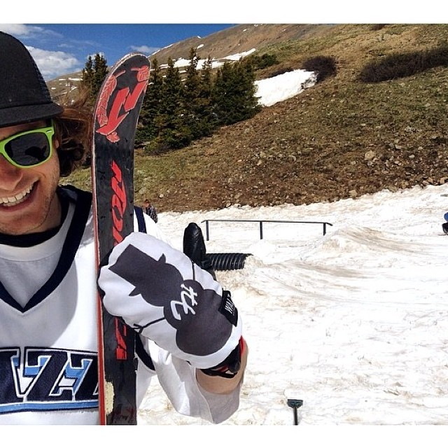Team rider from #Colorado still on the slopes rockin the limited  @waltsnowboarding x @frostyheadwear mittens. Get yours through www.frostyheadwear.com #frostyheadwear #EmbraceYourOpportunity #skiing #mittens #frostyvision