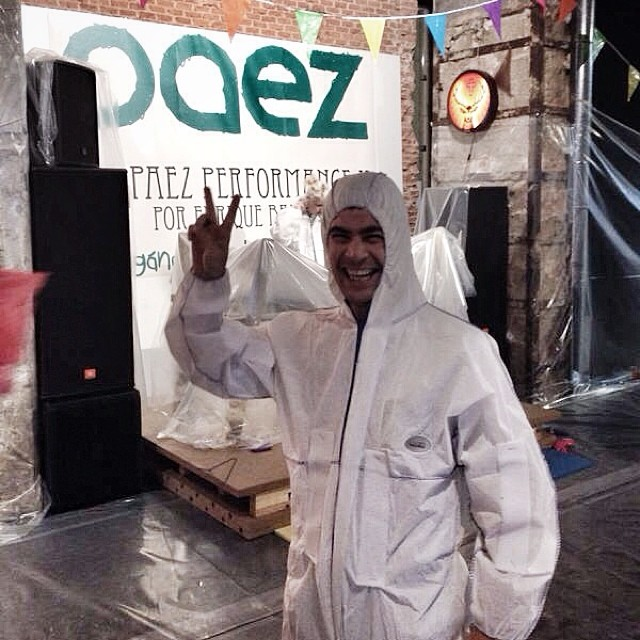 Casi como astronautas... leaving footprints in the moon. Así empieza la #PaezPerfomance #queestapaezando #paez #elmatadero