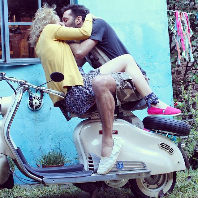 Start the day this way. Ph @florfabiano #propose #paezinspire #inspiration #thursday #picoftheday #love #kiss #paez #paezshoes