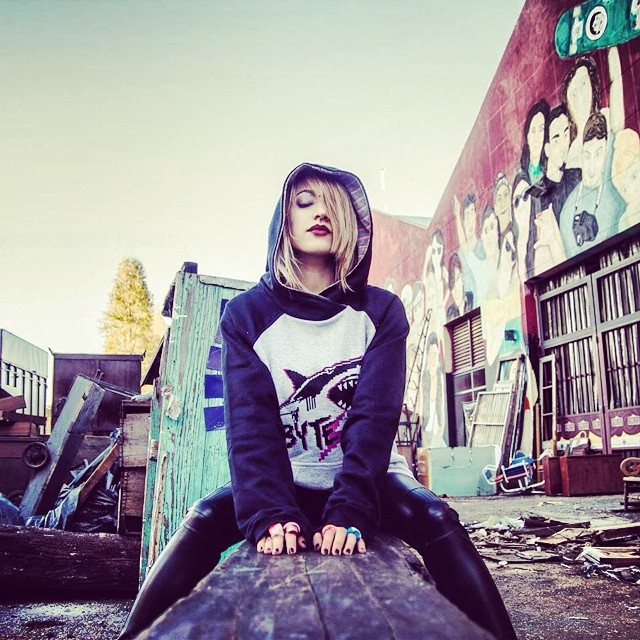 #lookbook #fashion #design #moda #cool #pixel #pixelart #wear #buzos #hoodie #hood #cap #black #girl #urbanlife #urbanroach #stamp #style #grunge #look #trend #mode