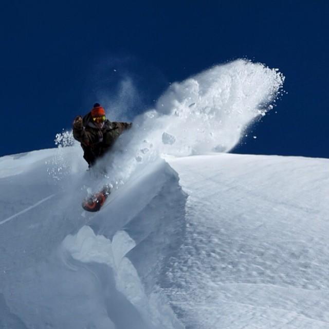 1er Slash temporada  2014 en @cerro_chapelco foto por @maxiartoni #argentina #southamerica #snowboarding #powder #splitboarding #bluebird #slashing @nikesnowboarding @slashsnow @7veintestore