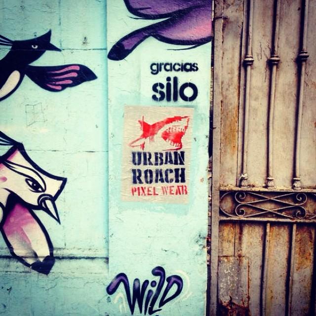 #pasteup #póster #urbanlife #urbanroach #pixelart #pixel #shark #attack #publicidad #spray #stencil #streerart #street #palermo