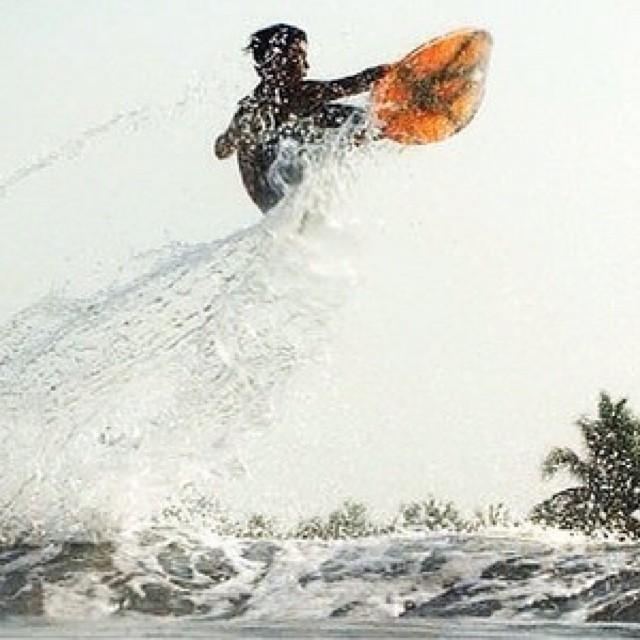 @luismaiturria volando alto en México. PH:Alejandro_berger #soul #surfing #waves #reefargentina