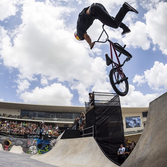 Throwing it back to @reynoldsfiend #xgamesaustin #BMXstreet #GOLD #tbt