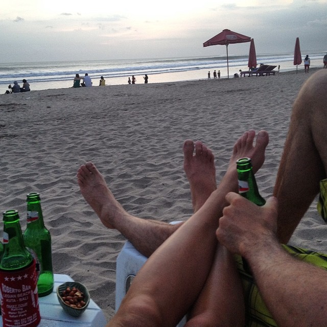 Soaking in our last night in #bali #indo #bintang #sundowner #sunset #sunsetchaser #Robertos #Legian #BeachBar #happyplace #beachlife