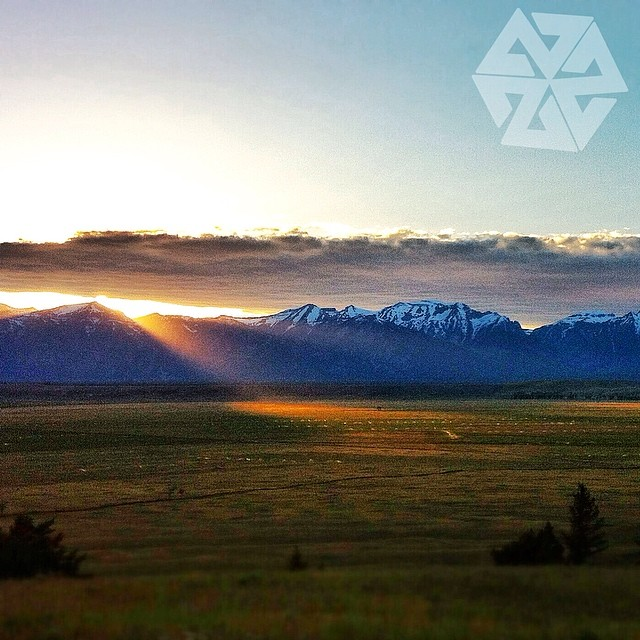 Last rays of light over the Tetons. #avalon7 #thinkoutside #sunset #jhlife www.avalon7.co