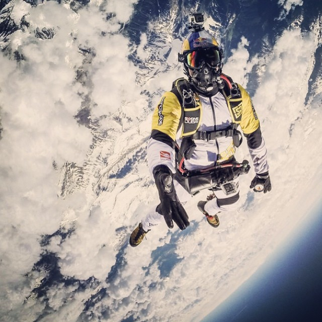 Skydiving 10,000m above the Earth. #skycombo #fredericfugen #vincentreffet #skydiving