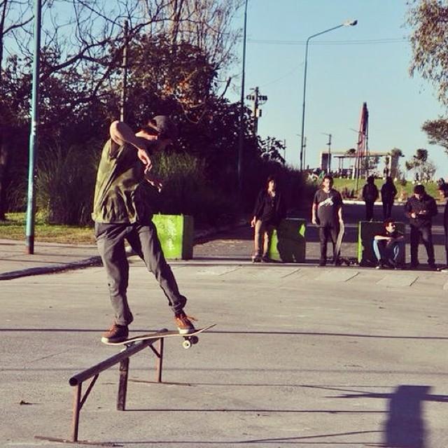 El bueno de @manu_dominguez demostrando con sus #VansGilbertCrockett #teamvans #skate #skatevans