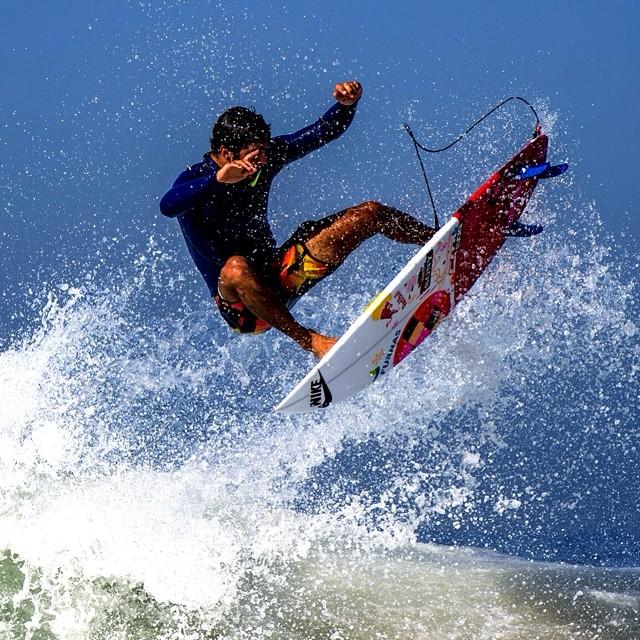 Celebrating International Surfing Day in #Rio with @pedroscooby. #justforkicks  Photo by @thiagodiz