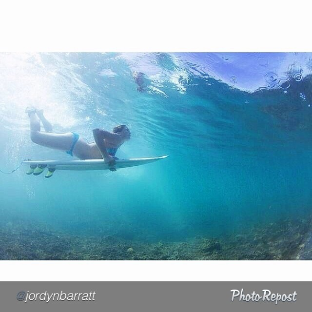 It's #InternationalSurfingDay, so here's a cool shot of #EXPOSURE skater @jordynbarratt ducking under in #Hawaii. #surf #surfing #surflife #beach #beachlife #skateboarding #skate #skatelife