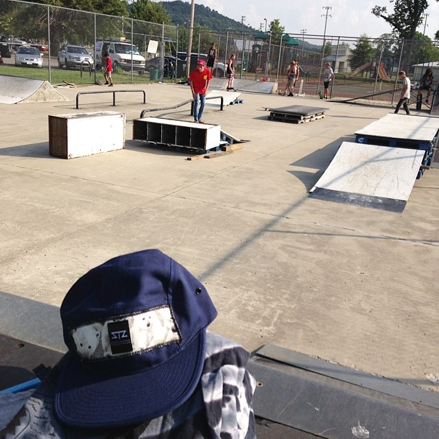 Make shift go skate day with the Guntersville locals // #getoutandskate #happyshredding #goskateday #stzlife