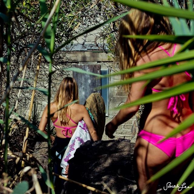 @alisonsadventures and @annaehrgott somewhere in Baja • #sarahleephoto @odinasurf #sagebrushbags