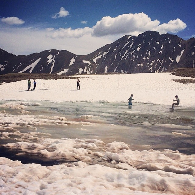 No #bro, I'm not helping you retrieve your skis! #abasin closing day. #pondskimming #getouttheway
