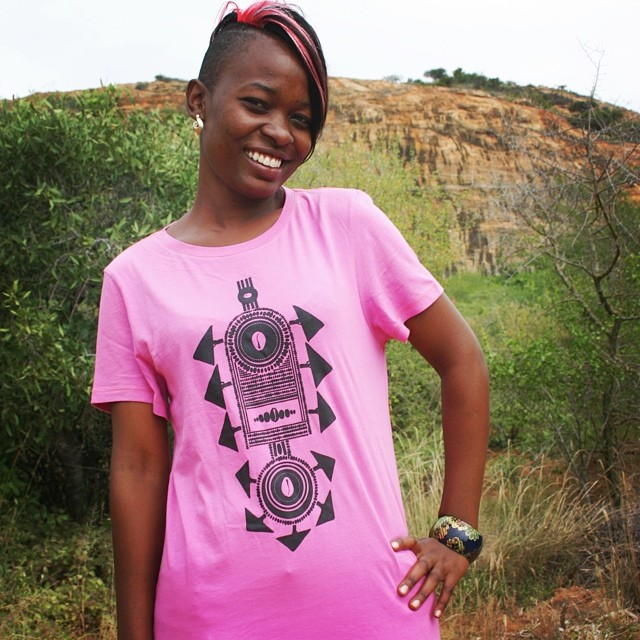 We're proud to produce tees like this one, worn by production clerk Naomi Wanjala, at the @WildlifeWorks factory in Kenya! #kenya #wildlifeworks @fash_rev #mondaymotivation #fashion #industry #inspo #inspiration #fashionrevolution