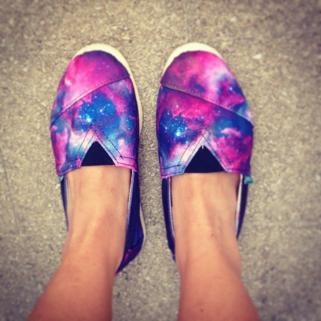 Watch carefully the footsteps on the Moon. They are Paez, we are Dream Jumpers! #paez #ET #galaxy #moon #cool #trendy #footwear