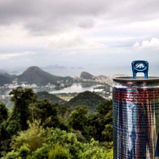 #chasingthebull to the Vista Chinesa in #Rio. #justforkicks  Photo by @thiagodiz.