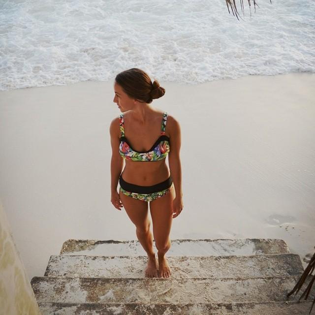 Akela Surf Norma Top & Marilyn Bottom Tropical