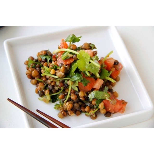 TASTY TUESDAYS // Summer Lentil Salad The last thing we want to do in the summer is spend all our time in the kitchen, when we could be enjoying the beautiful outdoors! This Summer Lentil Salad is ridiculously simple and SUPER delish. Tons of nutrients...