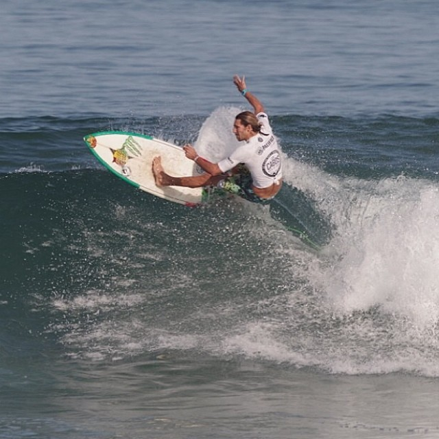 ~Mexico ripper @dylansouthworth killing it in Cabo~ #HotlineWetsuits #SantaCruz #Mexico #TeamRider #Surfing