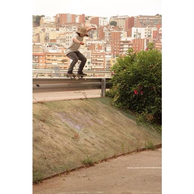 #SkateVans Frontside 50-50 pa' adentro! @renatodonadei  Foto: Facundo Stricker Montbau, Barcelona