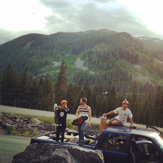 While breaking in the new company truck on the way to Maryhill, we stopped and had some good times on a flowy mountain road.  #mfos2014 #FR7 #DH6 #sunsetruns #hairpin @apiihaia @gonzalobrandon @deep_rice