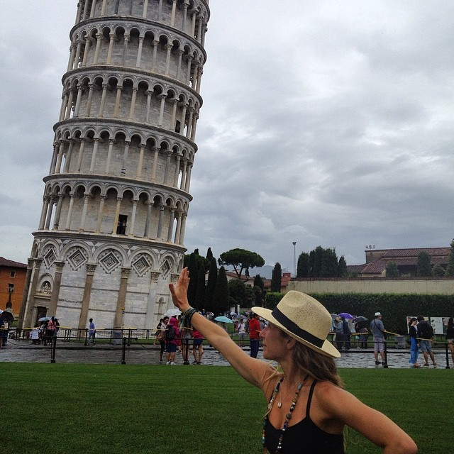 Don't worry I've got it #leaningtowerofpisa #muscles #italy #roadtrip #eurotrip #travel #wanderlust #destinationwedding #exploremore #playingtourist