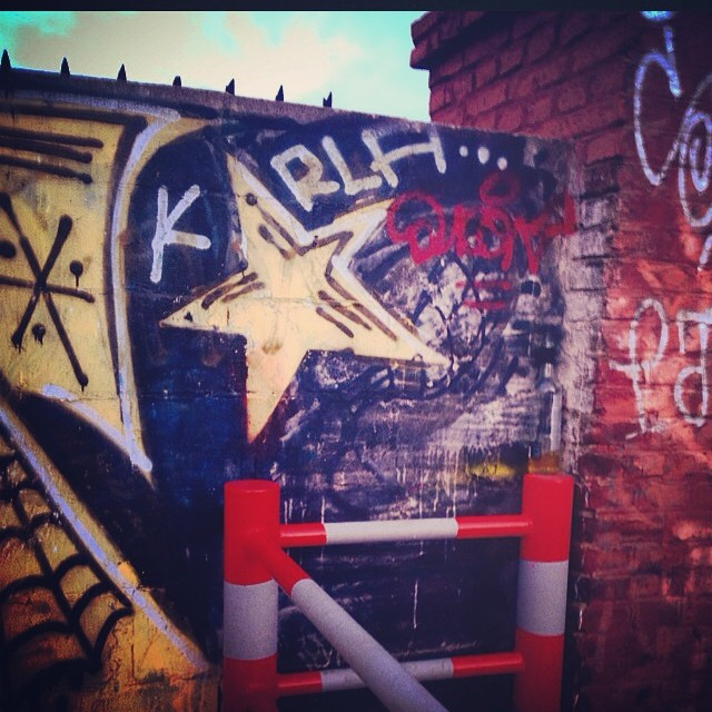 #under #urbano #urbanroach ❤️ #streetart #arteurbano #graffiti #pasoanivel #tren #palermo #trash #star