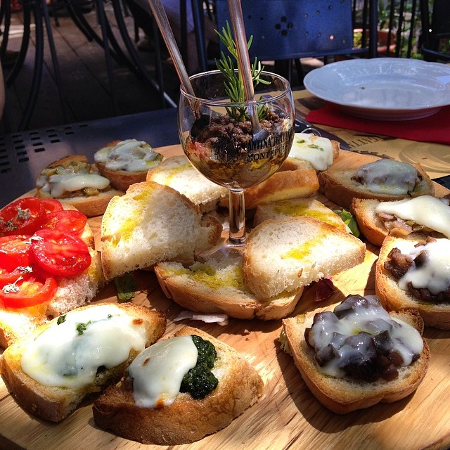 The food in #Tuscany is to die for #montepulciano #bruchetta #pesto #pecorino #pate #nomnomnom #rollmehome