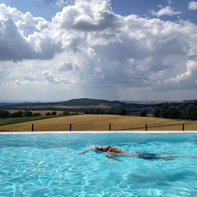 Some afternoon excercise to work off all the delicious Italian food #tuscany #ladolcevita #italy #wanderlust #travel #exploremore #infinitypool